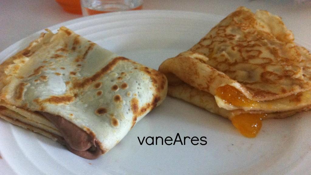 Crêpes con chocolate y mermelada de melocotón